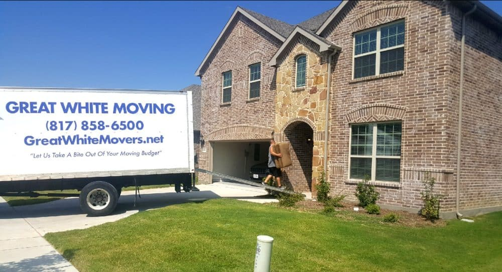 Our movers in Fort Worth working hard and fast